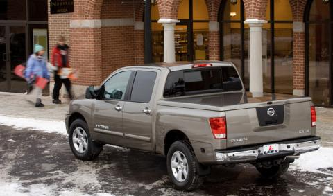 Tonneau cover leer 550 truck cap on Toyota