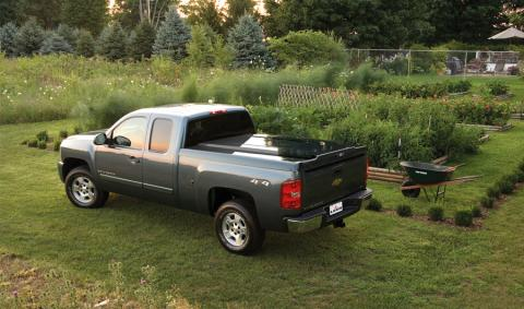 Tonneau cover leer 700 truck cap on Chevy