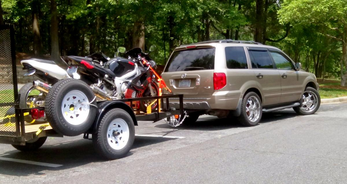 Our customer is using a Leonard 5x10 model 152 to haul tow motorcycles.